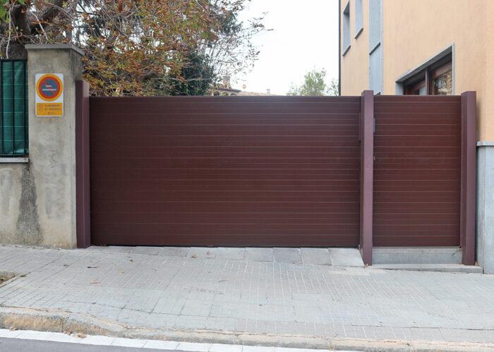 Porta d'alumini exterior amb obertura automàtica